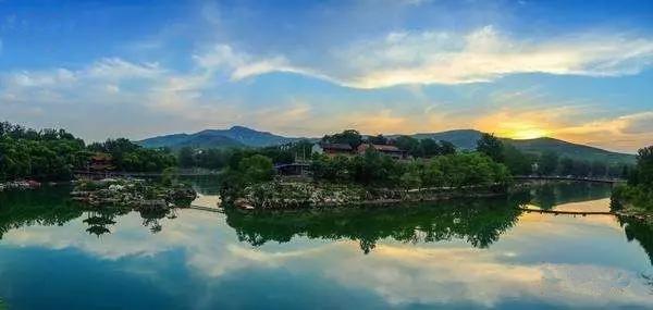 19磨难的万泉湖风景区,重建后荣升为4a级景区;2016年,柏尖山景区荣升